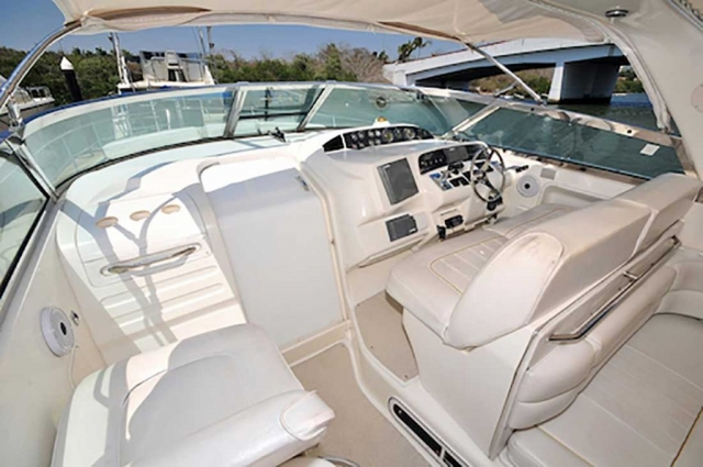 37-ft.-SeaRay-Sundancer-Power-Yacht-Up-to-10-People-Helm-Station-with-Full-Electronics