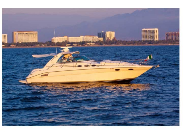37-ft.-SeaRay-Sundancer-Power-Yacht-Up-to-10-People-stand-still