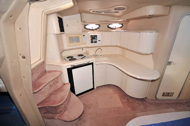 37-ft.-SeaRay-Sundancer-Power-Yacht-Up-to-10-People-Open-Plan-Galley