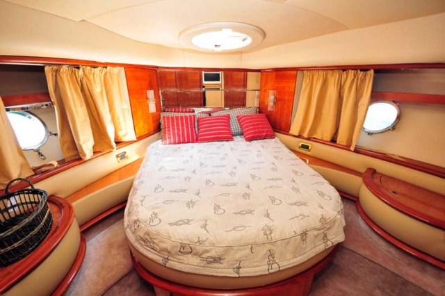 62-FT-Azimut-Luxury-Power-Yacht-Up-to-25-People-Guest-Head-Stateroom