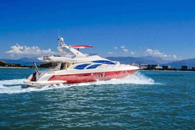 62-FT-Azimut-Luxury-Power-Yacht-Up-to-25-People-side4