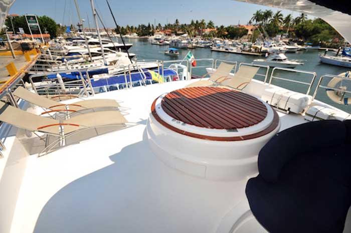 98ft-Azimut-Leonardo-Extended-Deck-on-Flybridge-with-Jacuzzi-Sun-Chaise