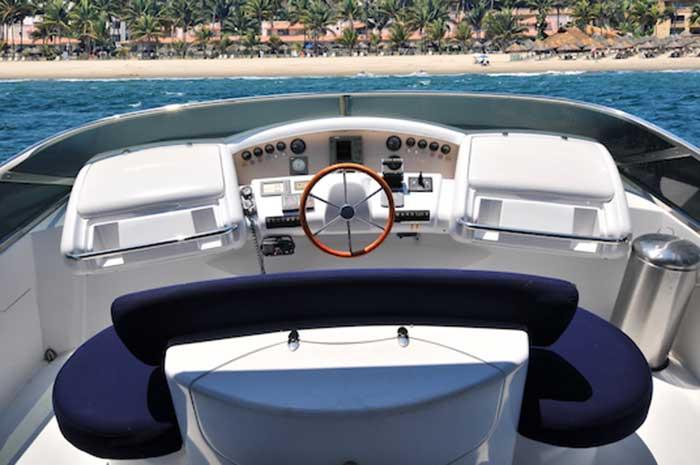 98ft.-Azimut-Leonardo-Flybridges-Main-Console-with-Full-Navigation-Electronics