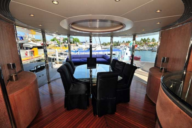 Azimut 98 FT Leonardo Main Cabin Dinner Table