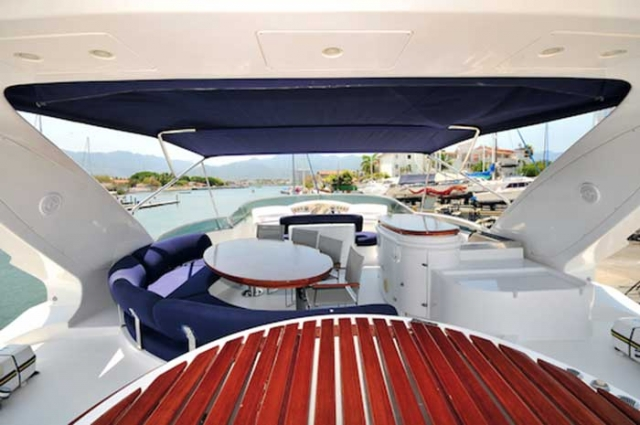 Azimut 98 FT Leonardo Shaded Fly-bridge with Different Lounges Table wet-bar grill