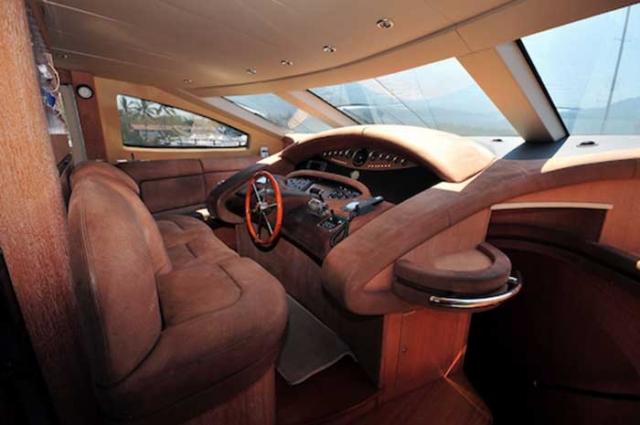 Azimut 98 ft Leonardo Cabins Pilot House