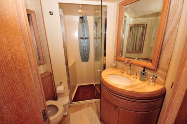Azimut Leonardo 98 FT En-suite Full Bath Guest Stateroom